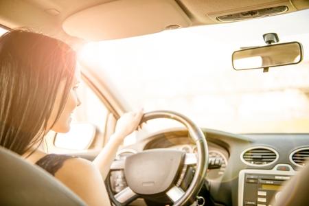 Photo pour Woman Driving car - image libre de droit