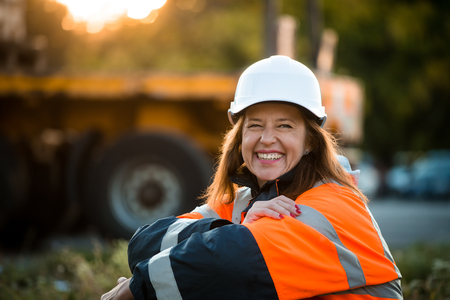 Photo pour Senior woman engineer wearing protective wear in work - outdoor at sunset - image libre de droit