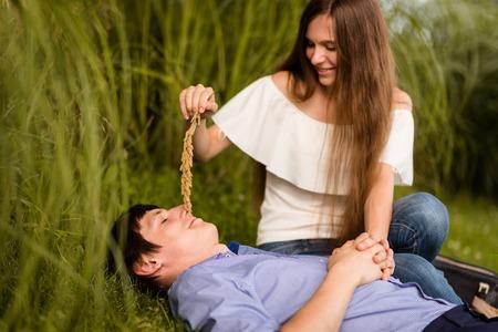 Foto de Man being teased by his partner in the park - Imagen libre de derechos
