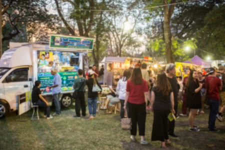 Foto de Food Truck Festival Blurred on Purpose - Imagen libre de derechos