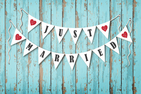 Photo pour Wedding invitation card. Wedding decorative flags with inscription Just Married. Vintage wooden background. Sea style - image libre de droit