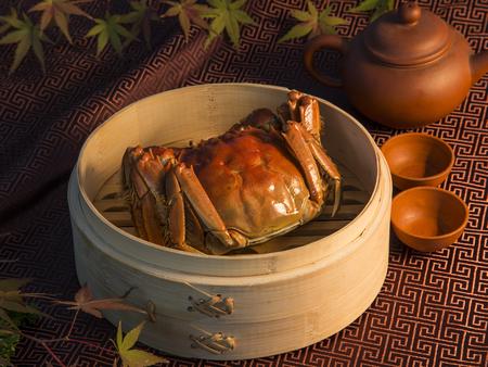 Foto de Hairy crabs in bamboo basket - Imagen libre de derechos