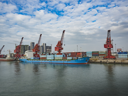 Foto per Harbor freighter - Immagine Royalty Free
