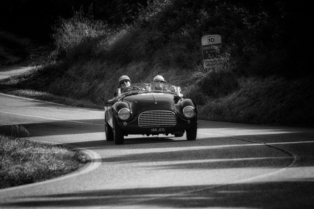 Photo pour PESARO COLLE SAN BARTOLO , ITALY - MAY 17 - 2018 : FERRARI 166 MM SPIDER TOURING 1950 on an old racing car in rally Mille Miglia 2018 the famous italian historical race (1927-1957) - image libre de droit