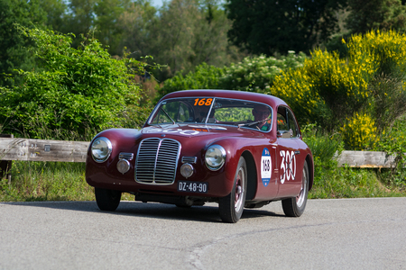 Photo pour PESARO COLLE SAN BARTOLO , ITALY - MAY 17 - 2018 : MASERATI A6 1500 BERLINETTA PININ FARINA 1949 on an old racing car in rally Mille Miglia 2018 the famous italian historical race (1927-1957) - image libre de droit