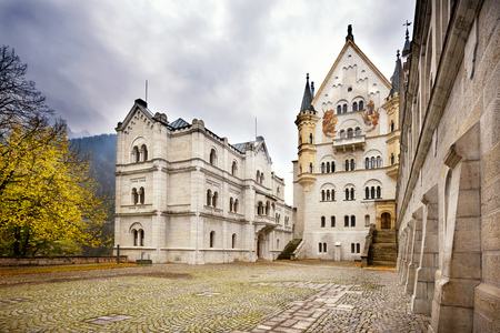 Foto de The famous Neuschwanstein Castle in autumn. Bavaria, Germany. - Imagen libre de derechos