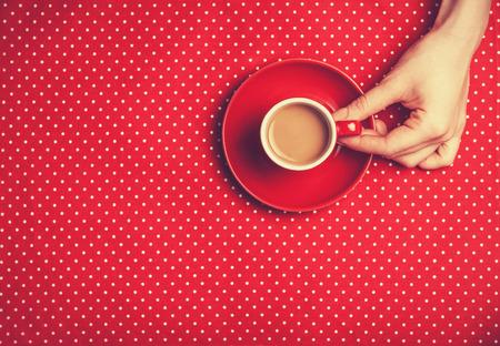 Photo pour Female hand holding cup of coffee. - image libre de droit