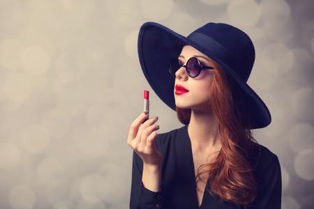 Photo pour Style redhead women with sunglasses and lipstick. - image libre de droit