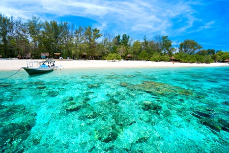 Photo pour Beautiful sea and coastlines of Gili Meno, Indonesia. - image libre de droit