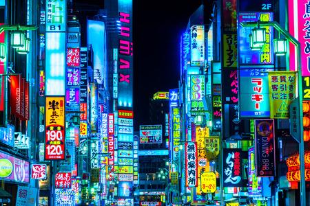 Photo pour TOKYO - NOVEMBER 13: Billboards in Shinjuku - image libre de droit