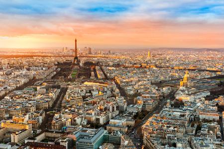 Photo pour Wide angle view of Paris at twilight. France. - image libre de droit