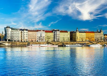Photo pour Prague, The Dancing house, Czech Republic - image libre de droit