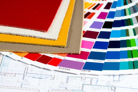 Foto de interior project with colorfull palette, leather samples and calculator - Imagen libre de derechos
