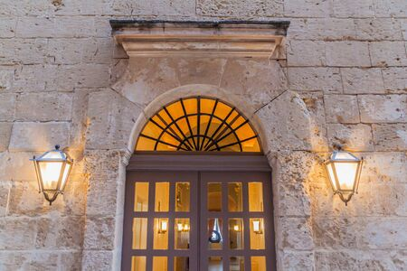 Photo pour Old door in the fortified city Mdina in the Northern Region of Malta - image libre de droit