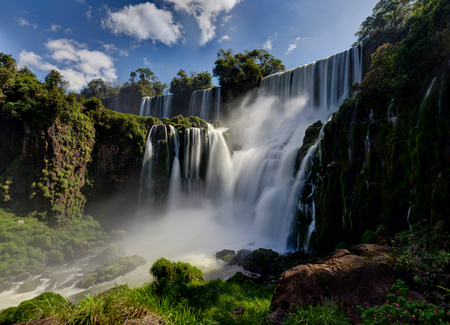 Photo pour Iguazu Waterfalls Jungle Argentina Brazil - image libre de droit