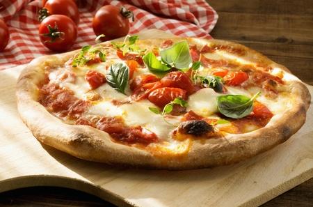 Foto de Fresh Homemade Italian Pizza Margherita - Imagen libre de derechos
