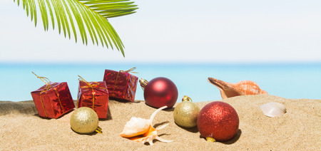 Photo pour Banner Christmas tree decorations on the beach in tropical. Concept of new year holiday in hot countries - image libre de droit