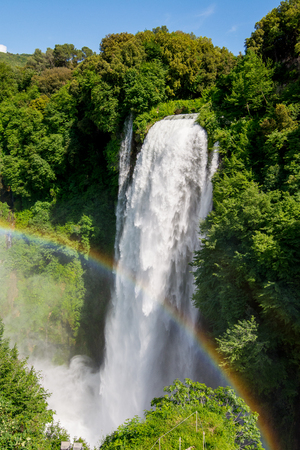 Photo pour Marmore falls, Cascata delle Marmore, in Umbria, Italy. The tallest man-made waterfall in the world. - image libre de droit