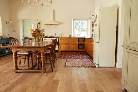 Foto de Dining and kitchen area in a country style home - Imagen libre de derechos