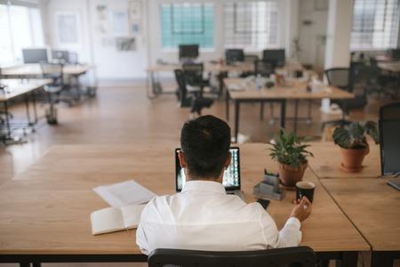 Photo pour Businessman work alone at his desk in an office - image libre de droit