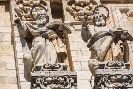 Photo pour Jaen Assumption cathedral detail facade saints, Spain - image libre de droit
