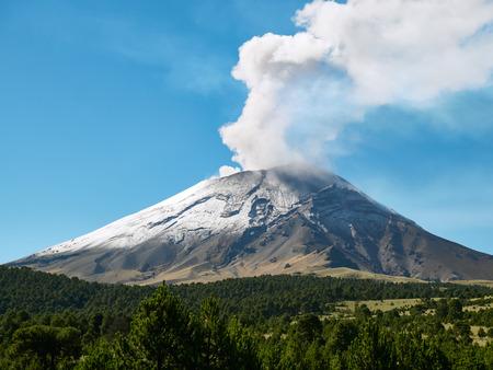 Foto de Fumarole comes out from the crater Popocatepetl volcano seen from Itza-Popo National Park, Mexico - Imagen libre de derechos