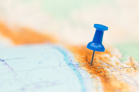 Foto de Travel destination, blue  pin on the map - Imagen libre de derechos