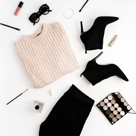 Foto de Woman fashion background concept. Sweater, jeans, shoes, sunglasses, palette, lipstick. Flat lay, top view clothes and accessories. - Imagen libre de derechos