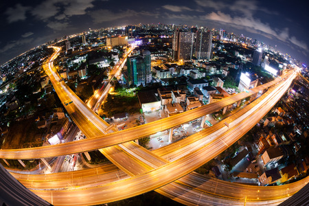 Foto de Bangkok Expressway and Highway top view during twilight time , Thailand - Imagen libre de derechos