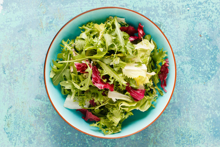 Photo pour Fresh green salad - image libre de droit