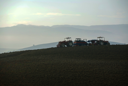 Photo pour Farmer in tractor preparing land with seedbed cultivator - image libre de droit