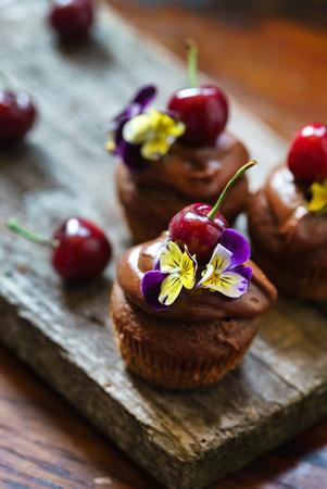 Photo pour chocolate cherry cupcakes  - image libre de droit