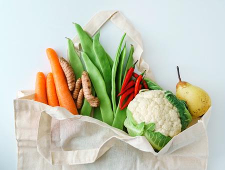 Photo pour fresh organic vegetables - image libre de droit