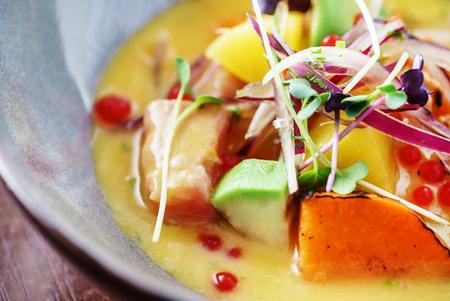 Foto de Sevice with salmon and mango - Imagen libre de derechos
