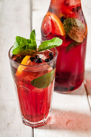Foto de summer lemonades with berries - Imagen libre de derechos
