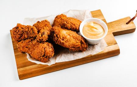 Foto de chicken wings with sauce - Imagen libre de derechos
