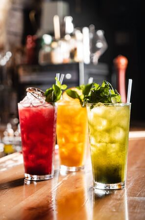 Foto de fresh fruits lemonade in the bar - Imagen libre de derechos
