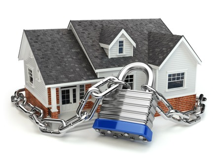 Foto de Home security concept. House with lock and chain. 3d - Imagen libre de derechos