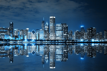 Photo pour Chicago Downtown at Night - image libre de droit