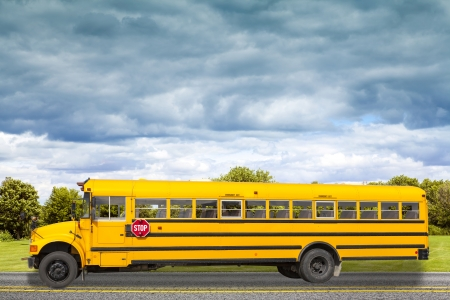 Photo pour School Bus on american country road in the morning - image libre de droit