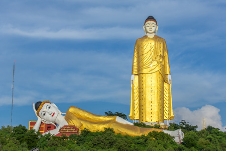 Foto de Laykyun Sekkya in Monywa, Myanmar. Bodhi Tataung Standing Buddha is the second tallest statue in the world. - Imagen libre de derechos
