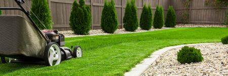 Photo pour Lawn mower on green lawn - image libre de droit