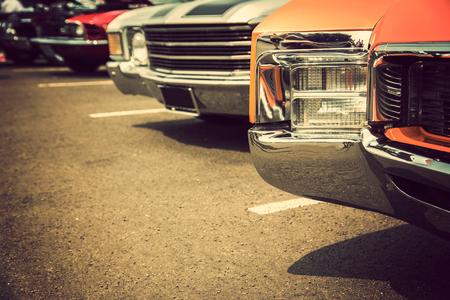 Photo pour Classic cars in a row - image libre de droit