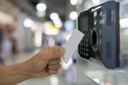 Photo pour Finger print and key card scan for enter security system - image libre de droit