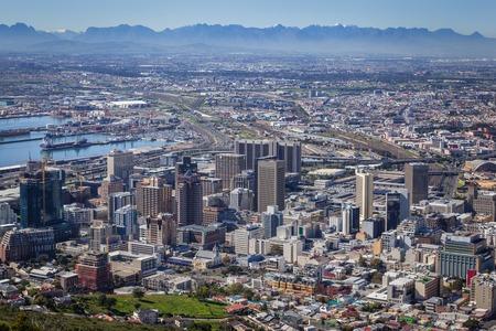 Foto de View of City Bowl and Business District of Cape Town, South Africa - Imagen libre de derechos