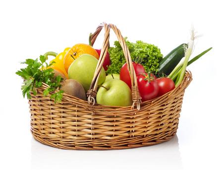 Photo pour Basket with fruits and vegetable - image libre de droit