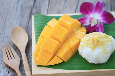 Photo for mango and sticky rice is popular traditional dessert of Thailand in photography of close-up style. - Royalty Free Image