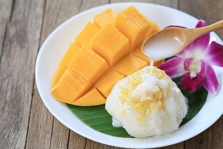 Photo for mango and sticky rice is popular traditional dessert of Thailand. - Royalty Free Image