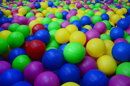 Photo pour Many colorful plastic balls in a kids' ballpit at a playground. Close up pattern - image libre de droit