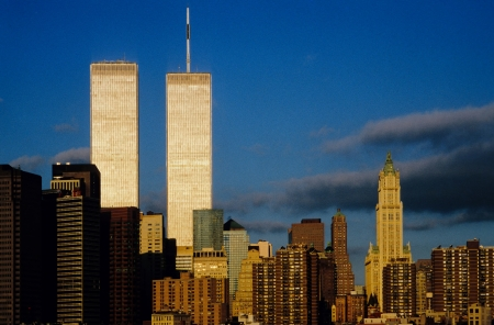 Photo pour twin towers in New York in sunset - image libre de droit